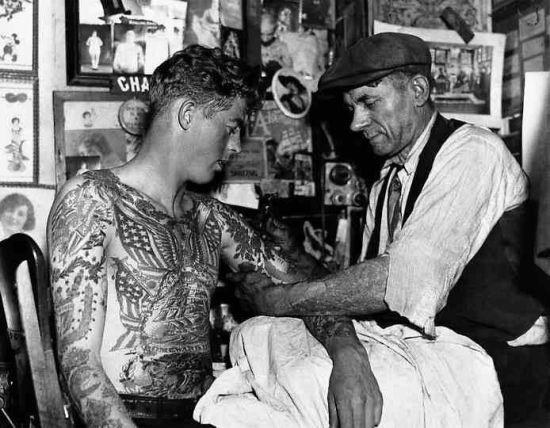 Tattoo Krone Nacken